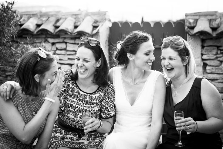 Mélanie & Julien - mariage dans la région des pierres dorées près de Lyon.  Préparatifs dans la chambre d'hôte, l'#Adélie,  Réception à la #CourDorée.   Robe #Elsa Gary  Compositions florales de Marion Berger pour #UnBrinDeFolie à Chatillon d'Azergues.  Photos : #Garanceetvanessa #photographemariage