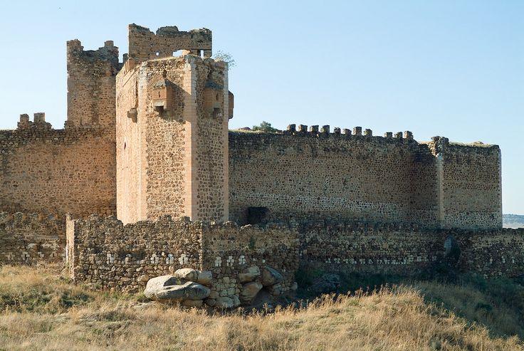 CASTLES OF SPAIN - Castillo de Montalbán, Toledo. Construido en la margen izquierda del rio Tajo por los Templarios, sobre los restos de otro árabe. Tiempo después, el castillo pasó a manos de Don Álvaro de Luna, Condestable de Castilla  y cuando éste murió (ejecutado por orden de su rey Juan II), a su viuda, Doña Juana de Pimentel. Bajo el reinado de Enrique IV el castillo fue adquirido por su valido, Juan Pacheco, y desde él viene transmitiéndose a sus sucesores, los duques de Osuna.