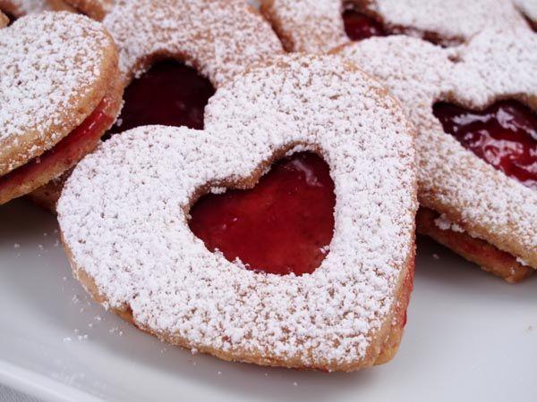 Χριστουγεννιάτικα μπισκότα με μαρμελάδα με 5 υλικά