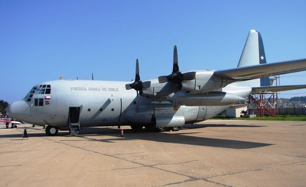 """The Chilean Air Force (FACH) took delivery of a Lockheed Martin KC-130R """"Hercules"""" in mid-April. A second unit should be delivered by the summer. The KC-130R is a former airplane that belonged to the US Marine Corps and sent by the Agency for Cooperation and US Security Defense. Both KC-130R for Chile are part of a lot of surplus USMC. They were sold at the symbolic price of 700,000 US dollars each. Both Lockheed Martin KC-130R """"Hercules"""" will complement the two C-130H and the unique C-130B…"""