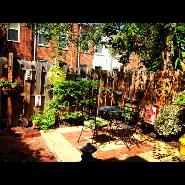25 Small Urban Garden Design Ideas: 57 Best Images About Designs For Teeny Tiny Urban Yards On