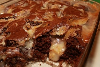Gluten-Free Earthquake Cake recipe with coconut, pecans and cream cheese filling (425x283)