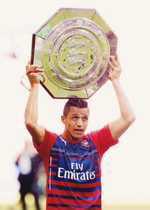 Alexis Sanchez with the Community Shield #arsenal
