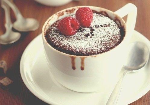Morning mood no more! Als je de dag begint met een van deze heerlijke mugcake ontbijtjes, kan je elke ochtend aan, zelfs de maandagen!
