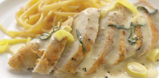 Peito de frango com alho francês e estragão