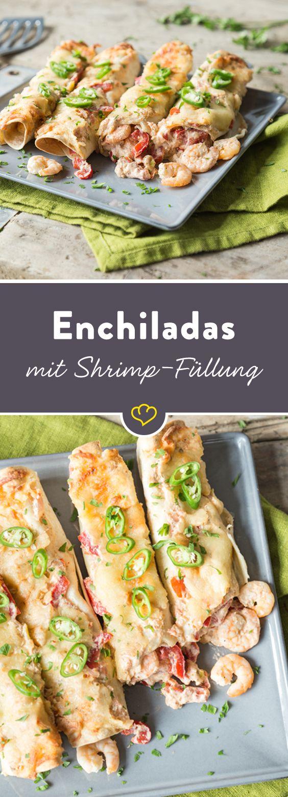Wer hätte das gedacht – auch würzige Shrimps und Jalapenos machen sich als Füllung in einer überbackenen Tortilla super. Statt mit klassischer Chili-Sauce, werden die scharfen Rollen mit cremiger Sour Cream bedeckt und dürfen mit Käse im heißen Ofen gratinieren. Enchiladas zum Dahinschmelzen.