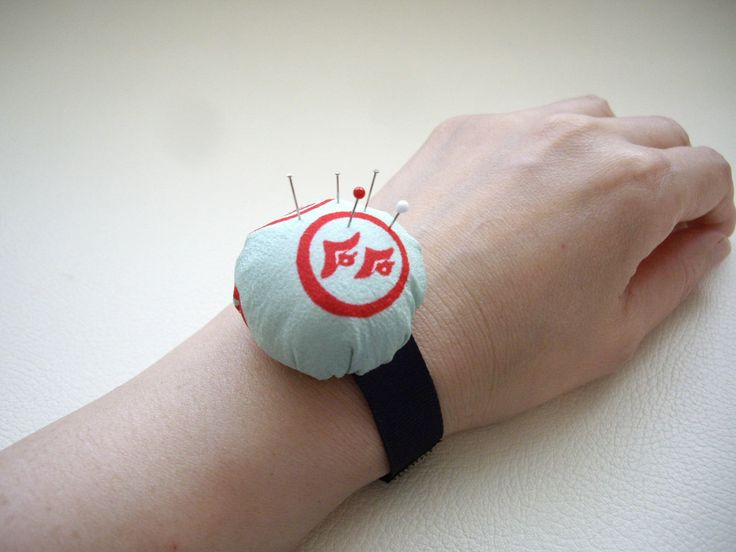 Kimono fabric wrist pincushion, Silk kimono upcycle, Bun pincushion, Mint green, Partner of sewing, Craft supplies, needle, Japanese gift by WAYOKO on Etsy