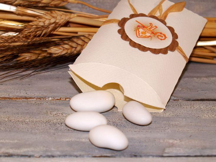 Il Blog di ManoCreativa.it Scatola cuscino per confettata Comunione o Cresima