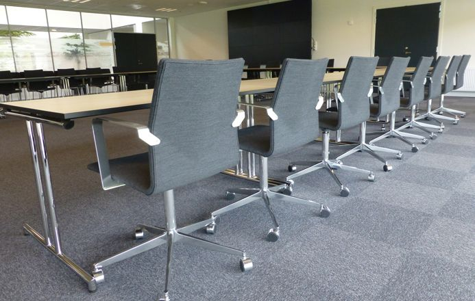 Varde City Hall - Four Design - In the city council chamber are our exclusive meeting chairs Four Cast XL with armrest. The chairs are set together with Four Learning tables.