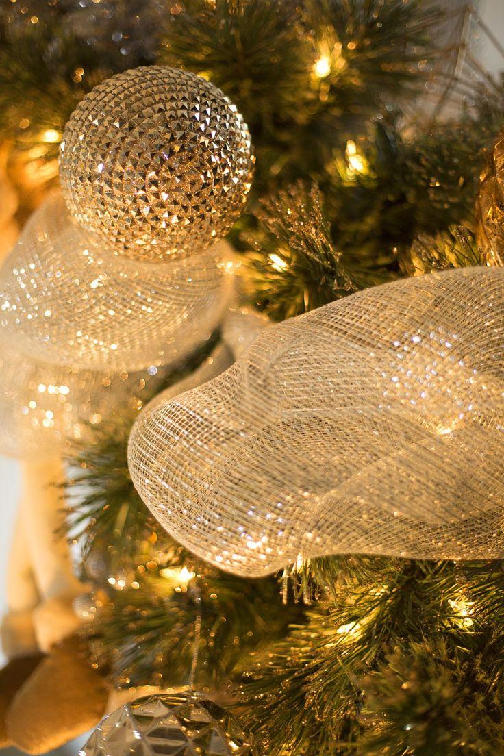 Nuestra colección navideña GLITZ se distingue por sus figuras con acabados texturizados en tonos dorado y plateado, para una Navidad elegante llena de luz. Haz clic y conoce la colección completa.