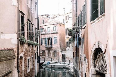 Marika Ottosson - Venice. Pink buildings and blue water.