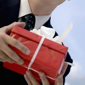 Terwijl het kopen van een geschenk of de planning voor het kopen van een geschenk, het eerste wat je moet onthouden dat uw gift uw positieve houding om dat specifieke werk associate moet weerspiegelen. #ZakelijkRelatiegeschenken