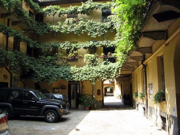 "Ticinese, cortile ""Vecchia Milano"" (""Old Milan"" yard)"