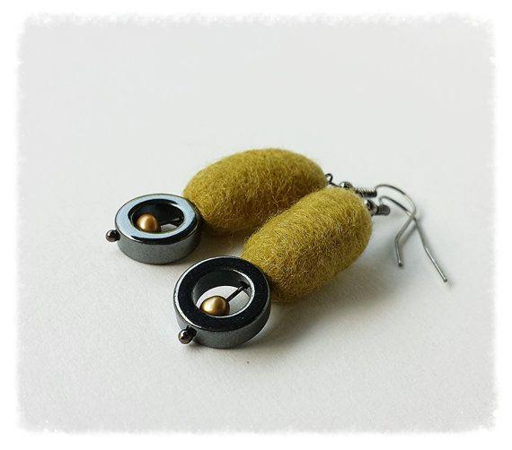 https://www.etsy.com/listing/200936169/felt-and-hematite-earrings