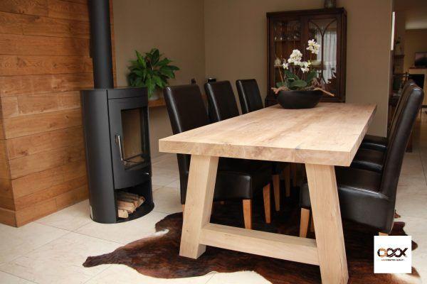 Eikenblad met A-poot  Deze tafel is één van de topmodellen van OOOX; het is een traditioneel uitgevoerde tafel welke we echter bijzonder groot en stevig hebben gemaakt. Volledig vervaardigd van Frans eikenhout kent deze tafel met zijn blad een afmeting van 100 cm bij 260 cm en een bladdikte van maar liefst 6,1 cm! Aan deze tafel kunt u, met ruimte over, eenvoudig zes stoelen kwijt.  Net zoals het tafelblad zijn ook de poten in massief eiken uitgevoerd om de stevige look compleet te maken. De…