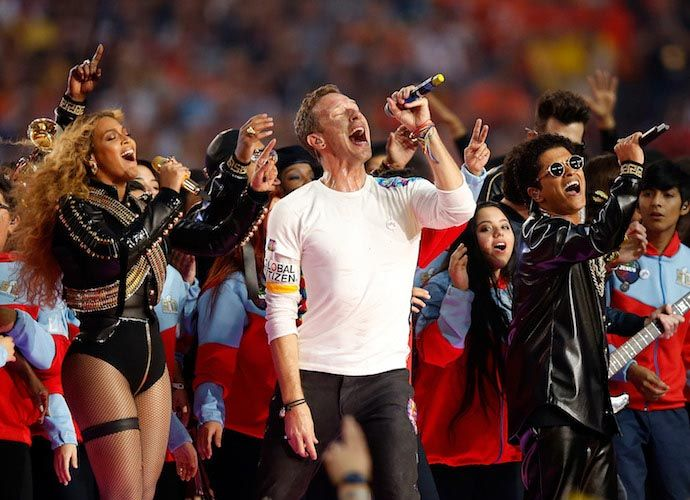 Beyoncé & Bruno Mars Join Coldplay Frontman ‪#‎ChrisMartin‬ At Super Bowl 50 Halftime Show