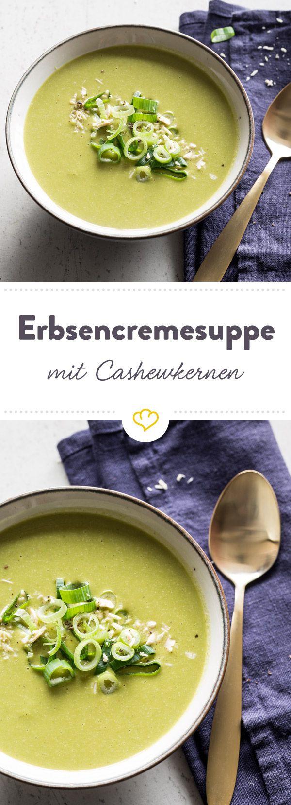 Diese cremige Suppe macht nicht einfach nur satt, sondern auch mit jedem Löffel Lust auf mehr. Schuld daran könnten Erbsen, Sellerie und Cashwerkernen sein.