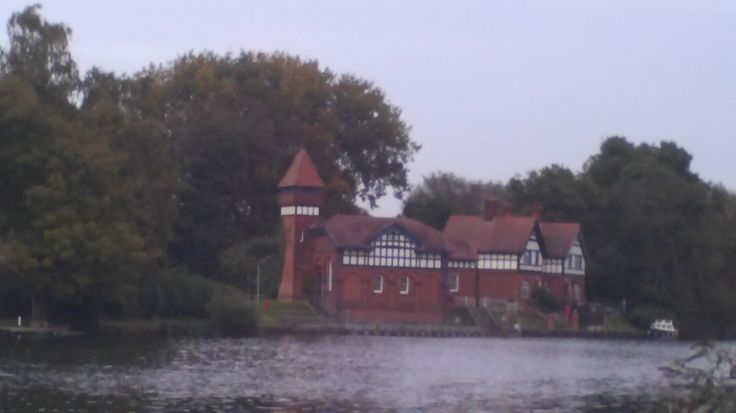 Pumping station near Bell weir lock