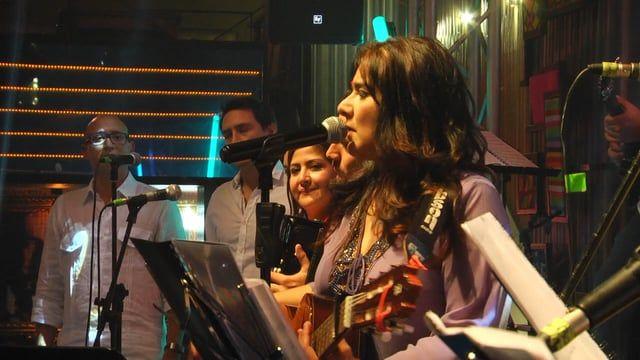 PROYECTO PÚRPURA es un grupo de latin-pop, liderado por la canta-autora Adriana…