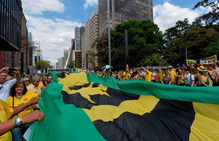 Manifestação em SP reuniu 135 mil pessoas, segundo o instituto Datafolha, ou 350 mil pessoas, segund... - Foto: AFP