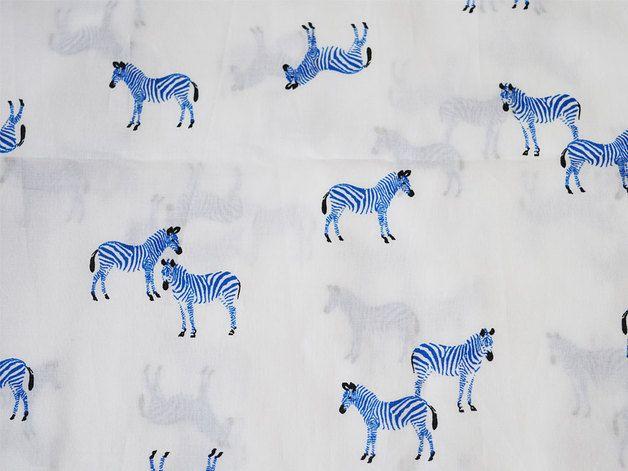 Siebdruck-Zebradruck auf Baumwollgewebe, hochwertige Stoffe für Patchwork, Quilten und andere Gewebe Handwerk. Alles über Design Navy Blau auf weißem Hintergrund.  Sie können diesen Stoff zu...