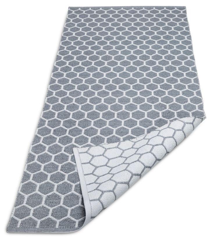 Kenno-matto on mainio valinta jos etsit helppohoitoista mattoa. Se on kevyt käsitellä ja lika on helppo pyyhkäistä pois. Maton kuviointi...