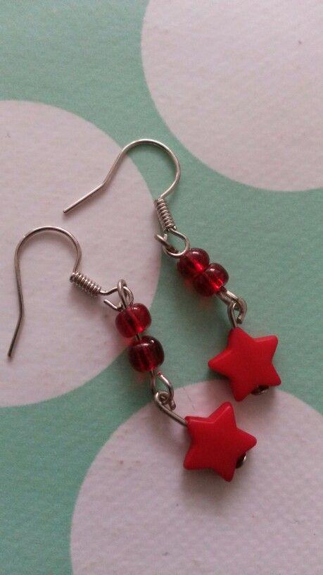 #watdoetvanessanu zelfgemaakt diy knutselen cadeautje sterren sterretje rood oorbellen zoet geluk gift