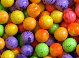Жев. резинка RUSGUM Йогуртовый аромат 24 мм. 6*200 штук Артикул: 246279 Описание: Жевательная резинка российского производства. Диаметр 24 мм. Цвет: бледно-желтый с вкраплениями желтыми, бледно-зеленый с вкраплениями зелеными, бледно-розовый с вкраплениями розовыми, бледно-оранжевый с вкраплениями оранжевыми, бледно-фиолетовый с вкраплениями фиолетовыми. Вкус: йогурт с абрикосом, йогурт с ананасом, йогурт с клубникой, йогурт с персиком, йогурт с черникой.