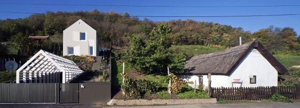 Bulcsu Tamás, Fortvingler Éva, és Móser Tamás szigligeti háza Fotó: Bujnovszky Tamás