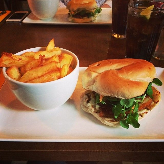 #amazing #lunch #monday #cheeredmeup #fatty #food #rare #grillhouse #leeds #citycentre #homemade #chunky #chips #pulledpork #pork #pig #coleslaw #yum #delish