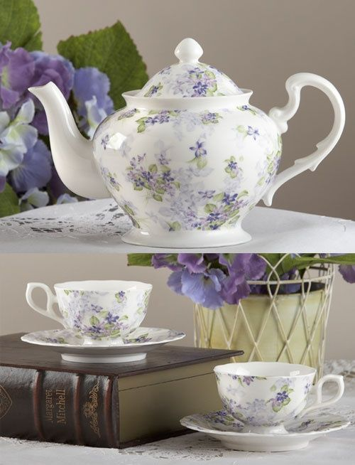 Pretty lilac tea set