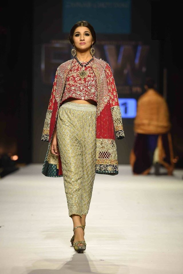 Dil ruba bridal collection was presented at Pakistan Fashion Week 2015 by Zainab Chottani for Pakistani brides see all of the luxury bridal designs in pix gallery.