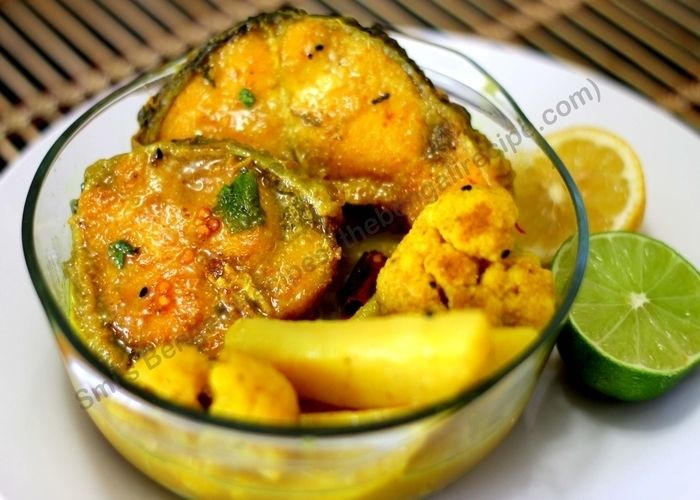 Click here for bengali recipe of Macher jhol or alu fulkopi diye macher jhol. Traditional Bengali fish curry  recipe with step by step photos.