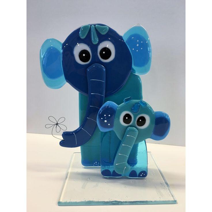 Elefanter mor og barn i blå