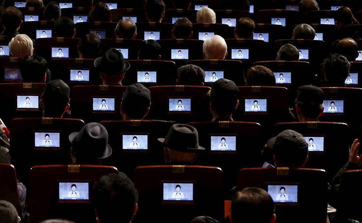 Kim Hong-Ji/Reuteurs. Presidente sul-coreano, Park Geun-hye, é visto em monitores, instalados em assentos durante seu discurso da cerimônia que celebra o 97º aniversário do Dia Movimento de Independência, em Seul