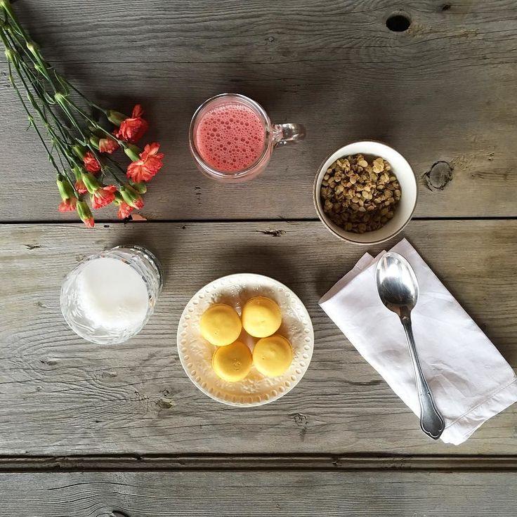 Frullato fragola zenzero e latte di cocco e tartellette al limone... È maggio giusto? by _tasteofstyle_
