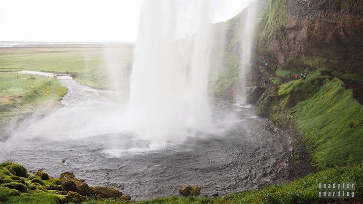 Wodospad Seljalandsfoss - Islandia Iceland with #readyforboarding #Iceland #Islandia #blogtrotters #blogtroterzy #travel #podróże #advice #porady