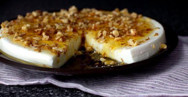 Yoghurt panna cotta met walnoten en honing | NSMBL.nl