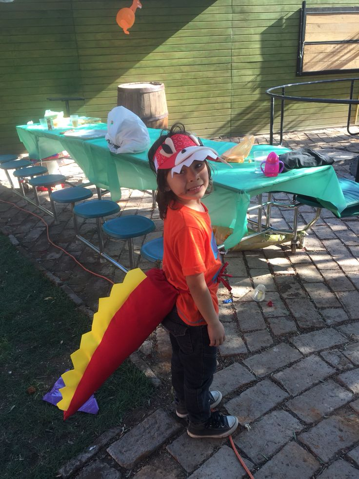 Cada invitado un Dino niño