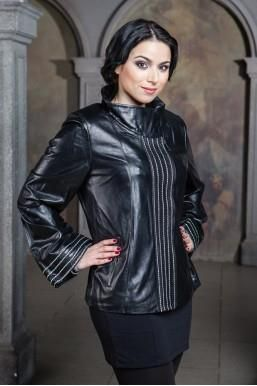 Женские куртки и плащи большого размера