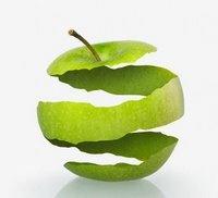 Meyvelerden gelen sağlık detaylı olmasa da hepimizin iyi bildiği bir konu. Elma, bu meyveler içerisinde üst sıralarda yer alıyor. Peki, birçok faydasını bildiğimiz elmanın kabuğunun ne gibi yararları olduğunu biliyor musunuz? İşte Elma kabuğunun faydalarından bazıları;    * Elma kabuğu elmada olduğu gibi antioksidan etkiye sahiptir. Ayrıca şeker ve kolesterolü düşürücü bir etkisi olduğu da bilinmektedir.