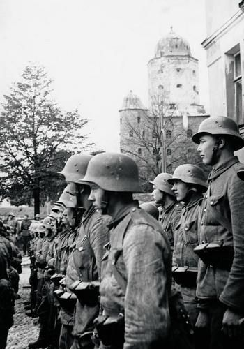 Some of the Finnish troops who took back Viipuri (Vyborg). August 1941.