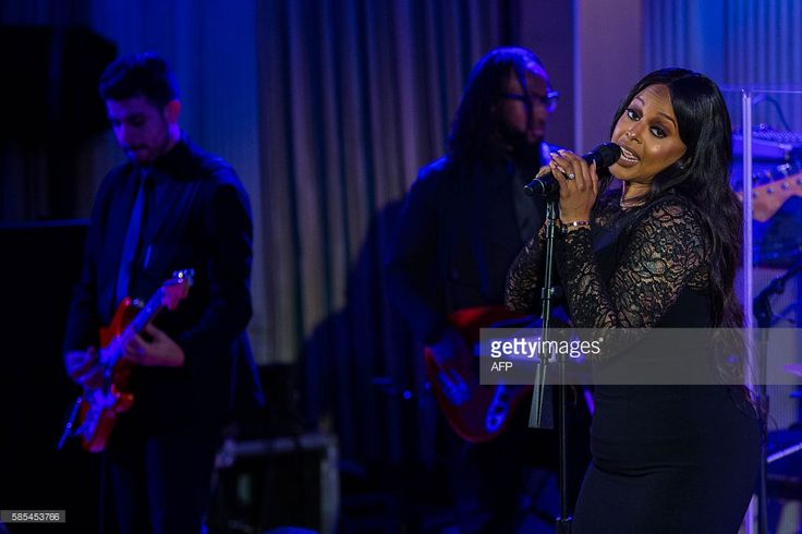Singer Chrisette Michele performs during a state dinner hosting Singapore Prime Minister Lee Hsien Loong and his wife, Ho Ching at the White House August 2, 2016 in Washington, DC. / AFP / ZACH