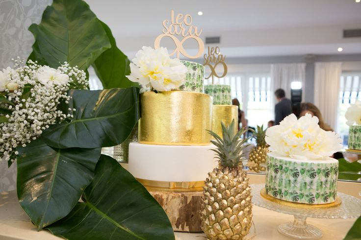 Taste the tropics with this four layer wedding cake with gold leaf and painted palm fronds by Zuccheros Factory // Flowers: Toni Saddington // PC: Liv Style photography
