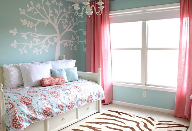 Charmant Girlu0027s Blue Coral Room Change Curtains To White, Pink Bedspread, White Tree