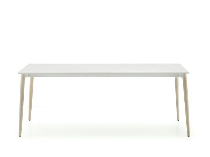 MALMÖ Tisch by PEDRALI Design Michele Cazzaniga, Simone Mandelli, Antonio Pagliarulo