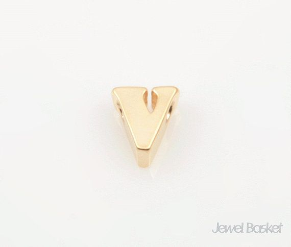 "Matte Gold Alphabet - Small Letter ""v""  - Matte Gold Plated (Tarnish Resistant) - Brass / 4.6mm x 5.3mm  - 2pcs / 1pack"