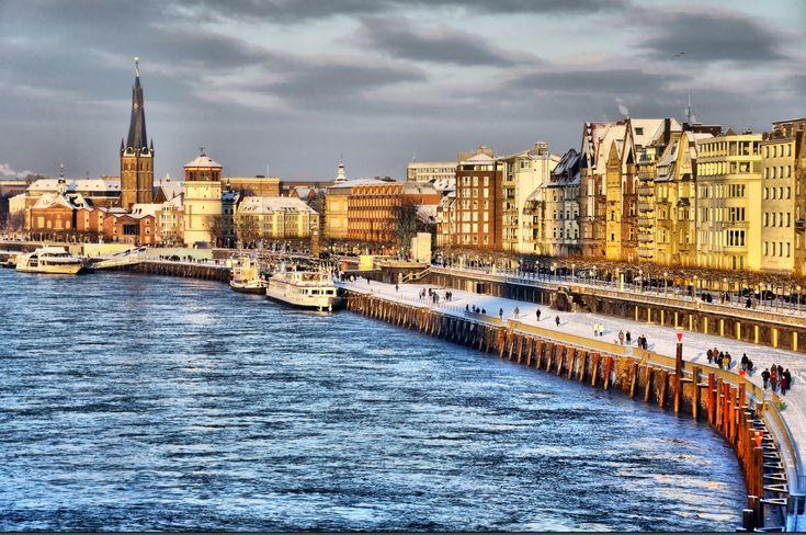 Ein Spaziergang am Rhein in Düsseldorf