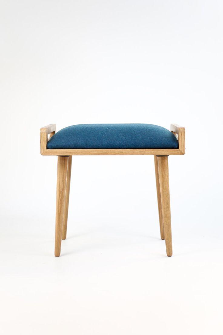 Sgabello / ottomano / panca fatta di tavolo in rovere massello, gambe in rovere, Tappezzato in lana blu freddo di (null) su Etsy (null)