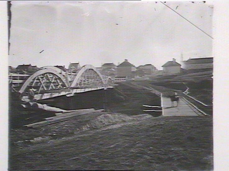 Fitzroy Bridge Windsor, New South Wales, Australia        1879